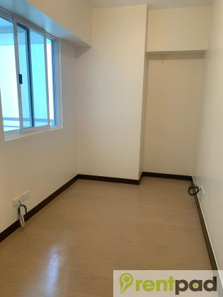Semi Furnished 1 Bedroom With Balcony In Torre De Manila F548ca4b67