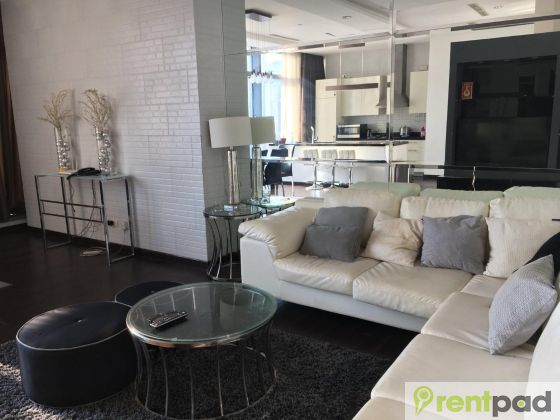 Fully Furnished One Bedroom Unit At Trump Tower Makati 7d59abe725