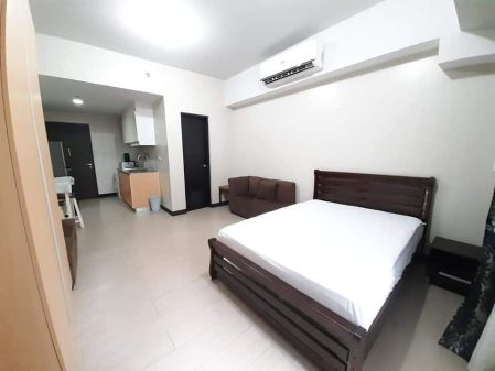 Spacious Studio Unit with Balcony for Rent at Salcedo Skysuites