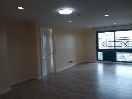 Semi Furnished 2 Bedroom in West of Ayala Makati Med