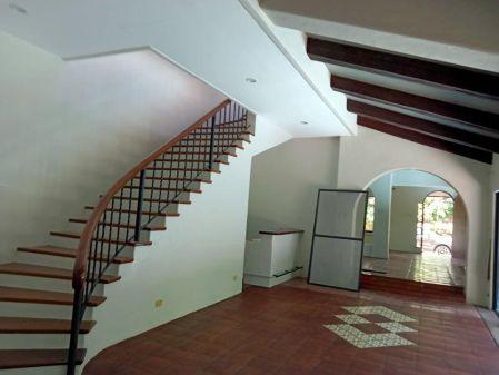 Spanish Style House for Rent at Ayala Alabang Muntinlupa