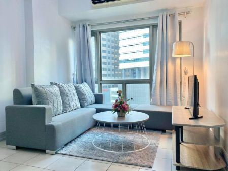 Fully Furnished 1 Bedroom Unit at Forbeswood Parklane for Rent