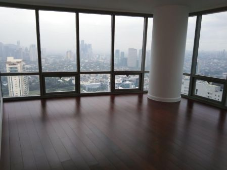 4BR with High Floor Breathtaking View of Taguig and Makati