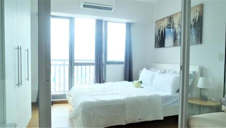 Elegant 1BR Suite With Balcony near Rockwell