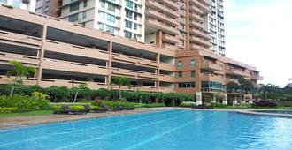 Luxurious Studio Furnished Condo Unit For Rent Near Makati