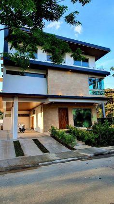 Unfurnished 6 Bedroom House at Mckinley West Village for Rent