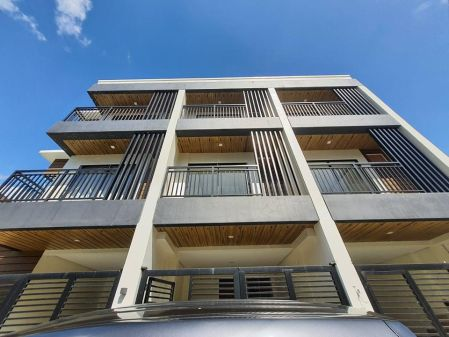 Staff House Townhouse with Balcony and Parking in Rosario Pasig
