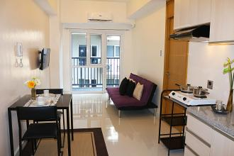 Rent 1BR with balcony in Signa Designer Residences Makati