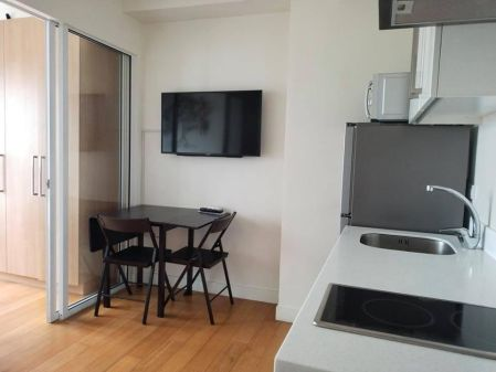 Fully Furnished 1 Bedroom Unit at Acqua Private Residences