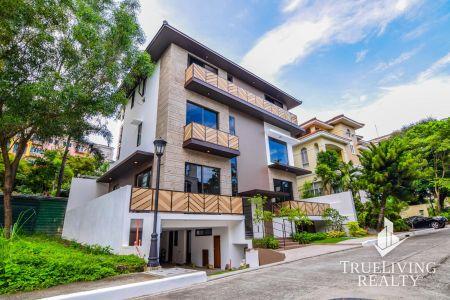 Unfurnished 3 Storey House for Rent in McKinley Hill Village Tagu