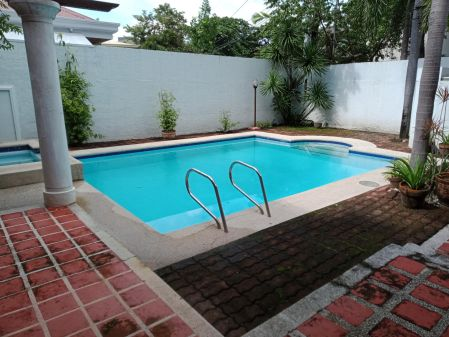 Ayala Alabang 3 Bedroom Den Near the Gate House for Rent in Alaba