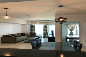 2 Bedroom Fully Furnished at Red Oak Two Serendra For Rent