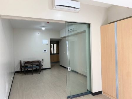 Semi Furnished Studio for Rent in Salcedo SkySuites Makati