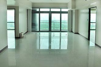 2BR Condo for rent in BGC 8 Forbes Town Road