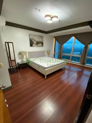 Fully Furnished 2 Bedroom Condo For Rent in One Mckinley Place