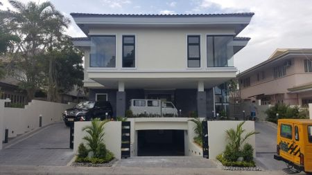 Newly Built Modern House in Ayala Alabang