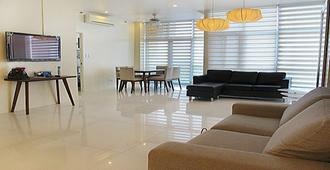 3 Bedroom Condo at Sapphire Residences