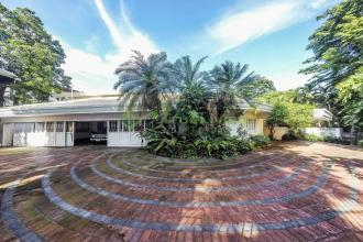 Spacious 2 Storey House with Attic and Pool in South Forbes