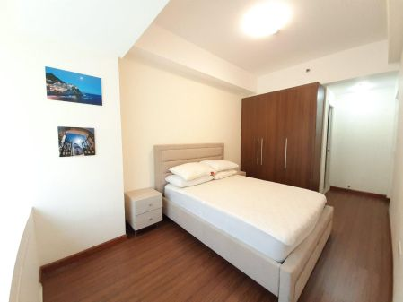 1BR Unit with Parking at Shang Salcedo Place Makati