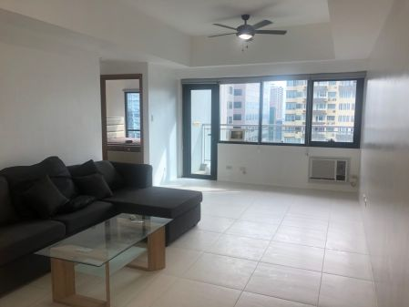 Simply Furnished Corner 1 Bedroom in Icon Plaza