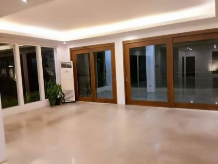 3BR Den Gorgeous House for Rent in Ayala Alabang in Muntinlupa