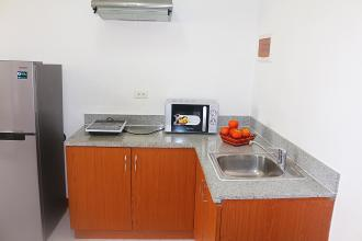 1BR Fully Furnished Flat w/ Balcony near Robinsons Merville