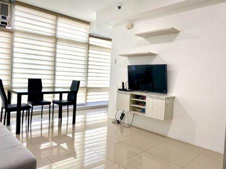 Bright 1 Bedroom Corner for Rent in The Stratosphere Makati