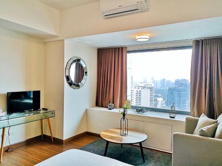 Studio Fully Furnished in Shang Salcedo Place