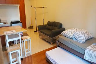 Studio Eton Tower Makati for Rent