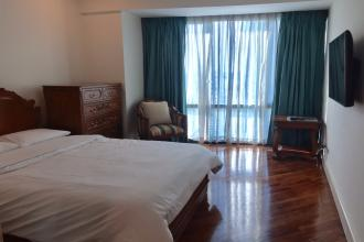 Fully Furnished 1BR for Rent in Rockwell Amorsolo East