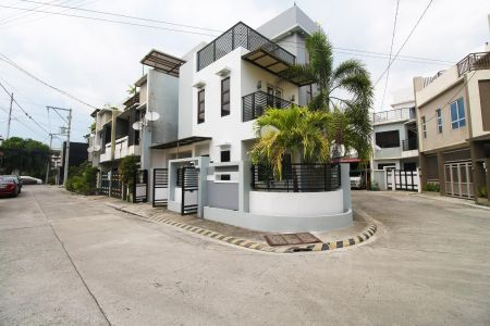 3BR 3TB with 1 Car Garage Townhouse near Commonwealth QC