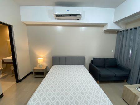 Fully Furnished Studio Unit at Salcedo SkySuites for Rent