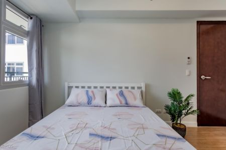2BR Unit in Verve Residences with Balcony for Rent