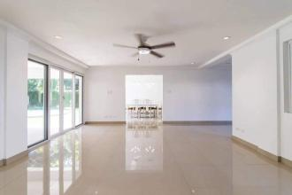 Four Bedroom House with Swimming Pool in Ayala Alabang Village