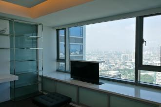 Ultra Luxury Corner 1 Bedroom in Alphaland Makatiplace