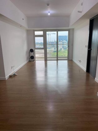 2BR Semi Furnished w Balcony for Rent in The Veranda Arca South