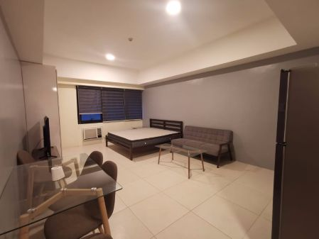 Furnished Studio for Rent in Icon Plaza BGC
