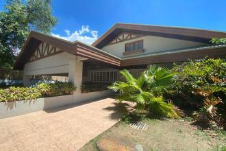 Spacious 4BR Ayala Alabang House with Pool
