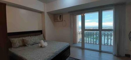 Fully Furnished Studio with Balcony in Venice Luxury McKinley