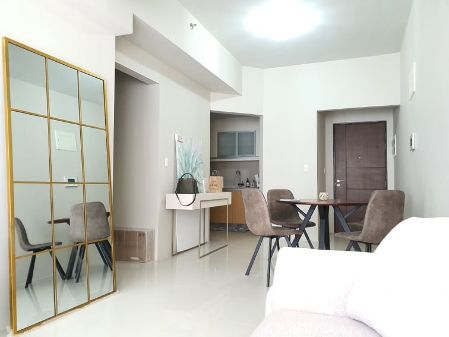 Fully Furnished 2 Bedroom with Maids Room in Uptown Ritz