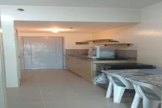1 Bedroom with Balcony for Rent Grass Residences