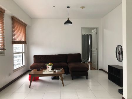 Fully Furnished 1BR at The Columns Ayala Avenue