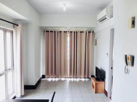Semi Furnished 1 Bedroom Unit at Forbeswood Parklane for Rent