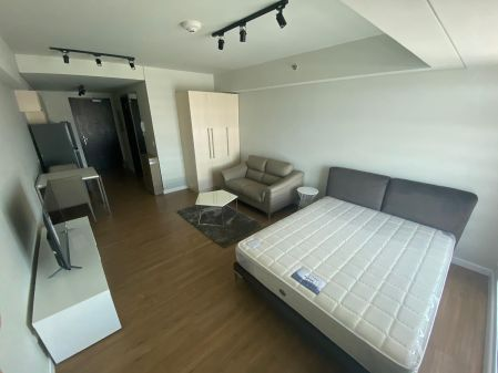 Fully Furnished Studio Unit at Kroma Tower for Rent