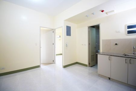 Semi Furnished 2 Bedroom Unit at Suntrust Treetop Villas