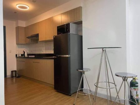 Fully Furnished Studio Unit at The Maridien for Rent