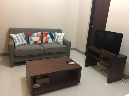 1 Bedroom For Rent in One Uptown Residence BGC