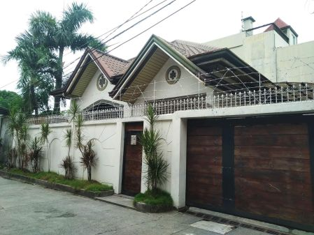 4BR House and Lot Perfect for Staff House in Tambo Paranaque