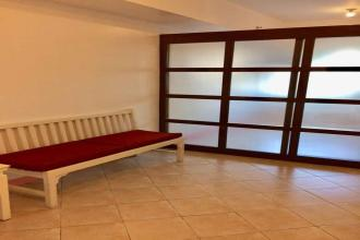 Fully Furnished 1 Bedroom Unit in Manila Residences