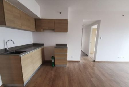 Semi Furnished 2 Bedroom with Balcony for Rent in the Rise, Makat